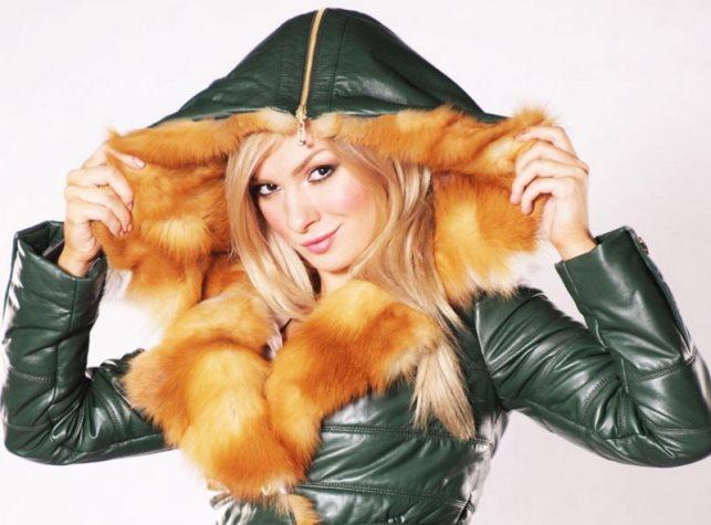 Женские куртки с капюшоном - тренд сезона