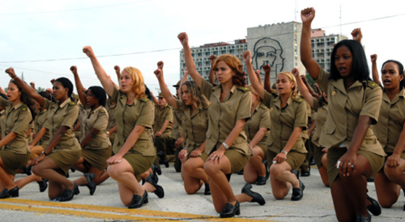 Армия в мини-юбках на службе отечеству