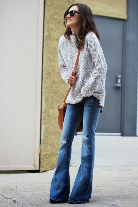 С чем носить джинсы-клеш