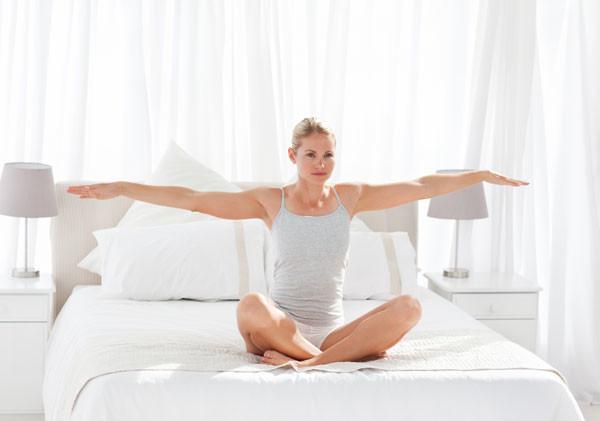 9 упражнений для бодрости с утра