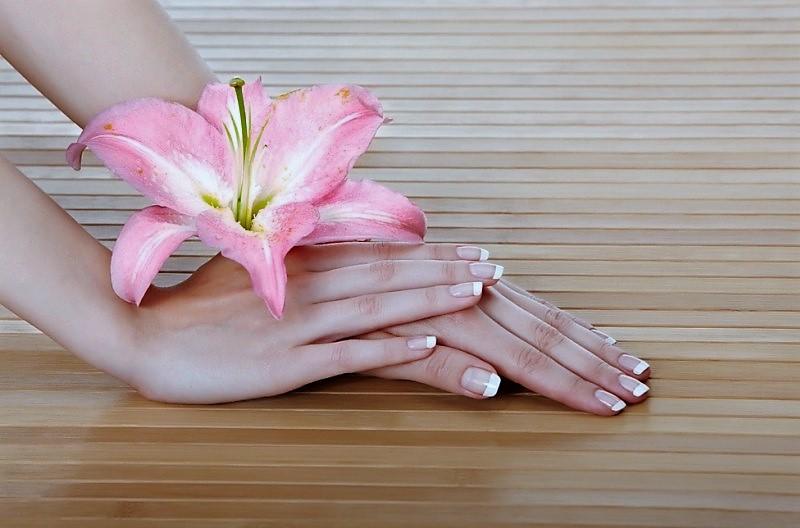 Как сохранить красоту рук в летний период