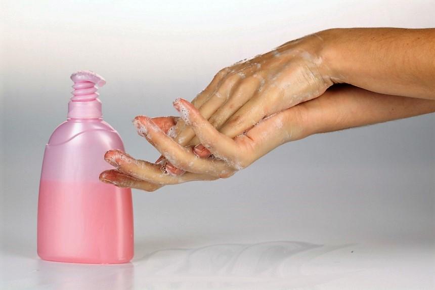 Бытовая химия, которая не навредит коже рук