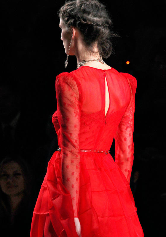 Выбираем платье Balmain или Valentino