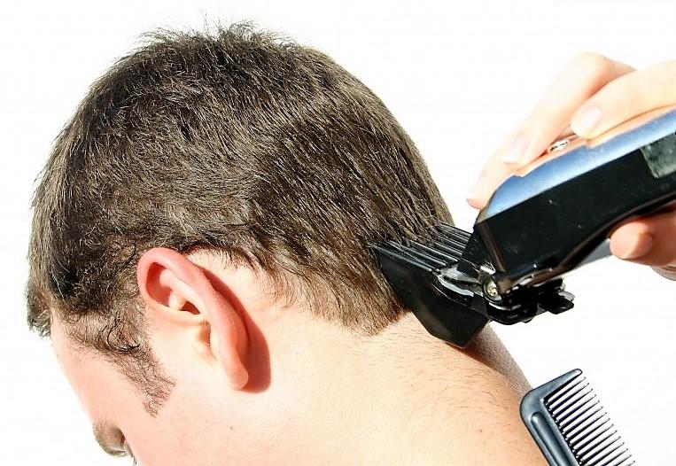 Как подстричь мужчину дома