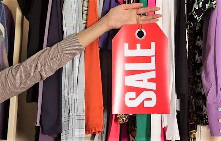 Где искать скидки на женскую одежду